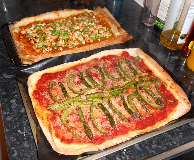 Asparagus-pepper pizza
