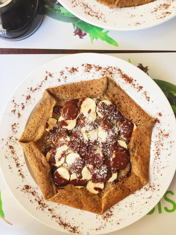 Vegan galette: chocolate, banana, coconut