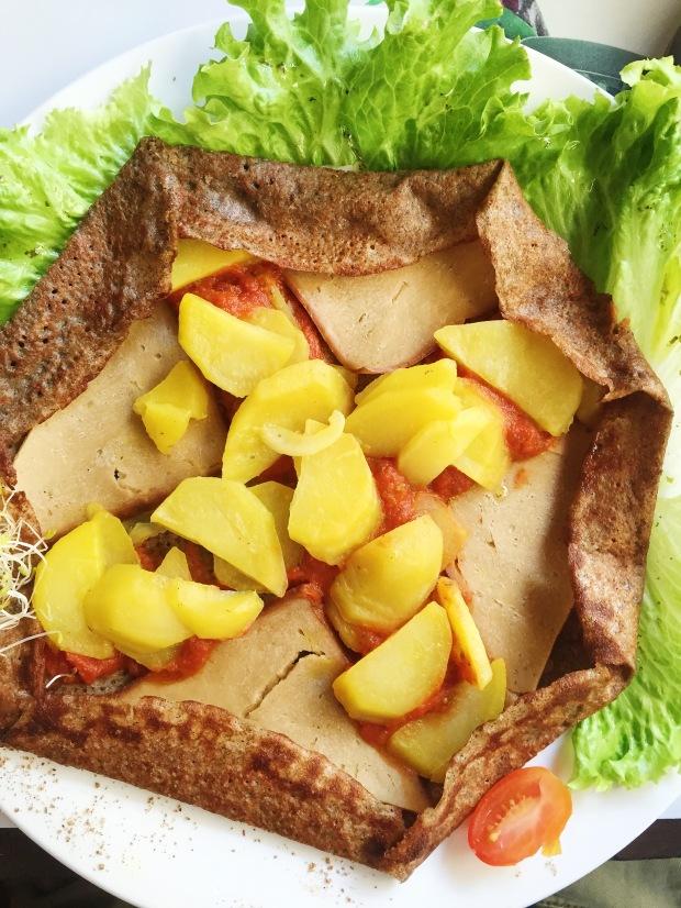 Vegan galette: vegan ham, potatoes