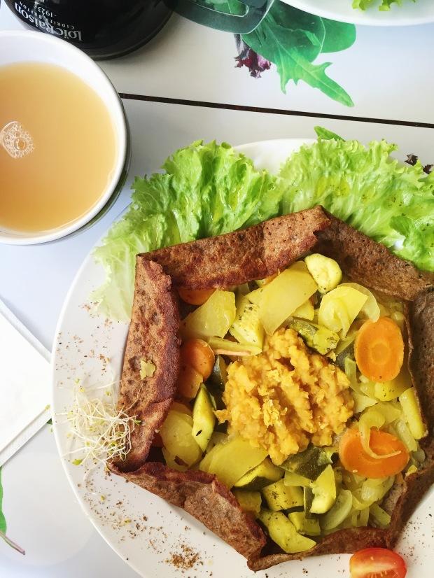 Vegan galette: lentils, potatoes, veg