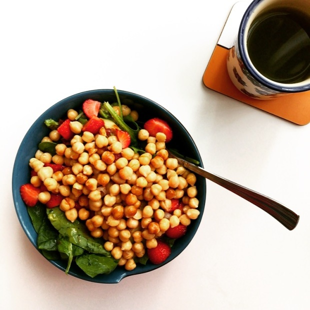 Chickpea strawberry salad bowl