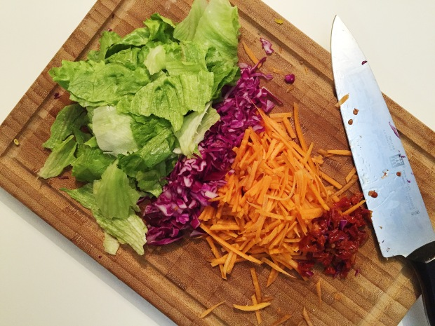Red cabbage carrot salad